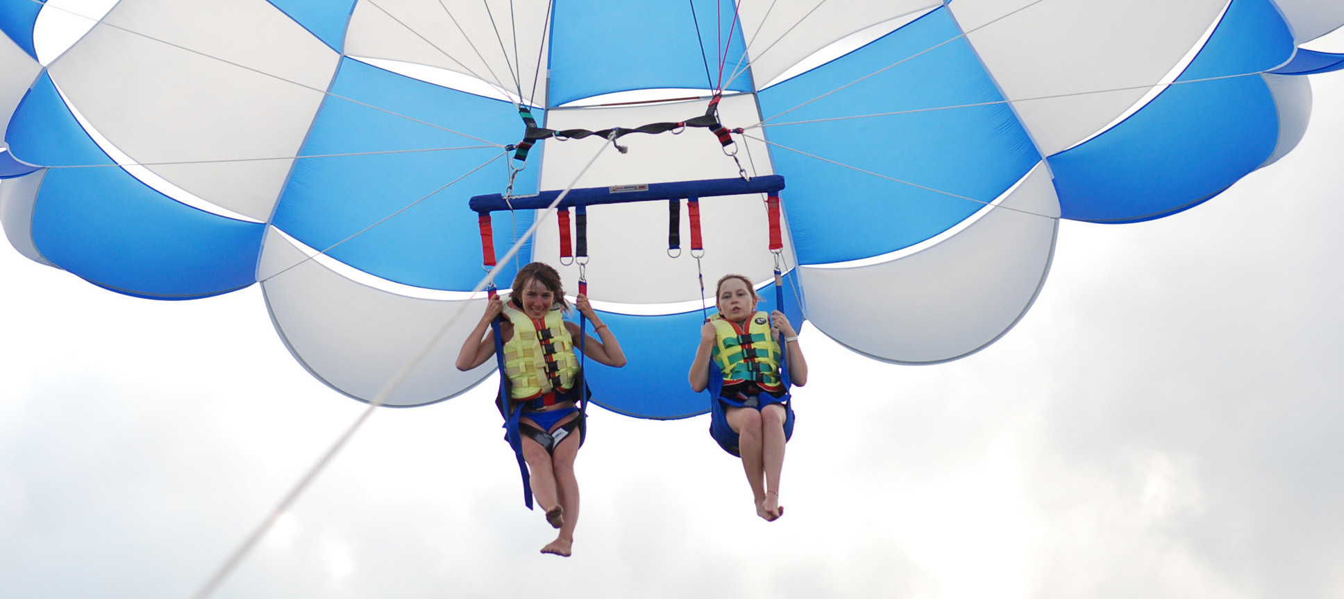 Life jackets for parasailing parachutes